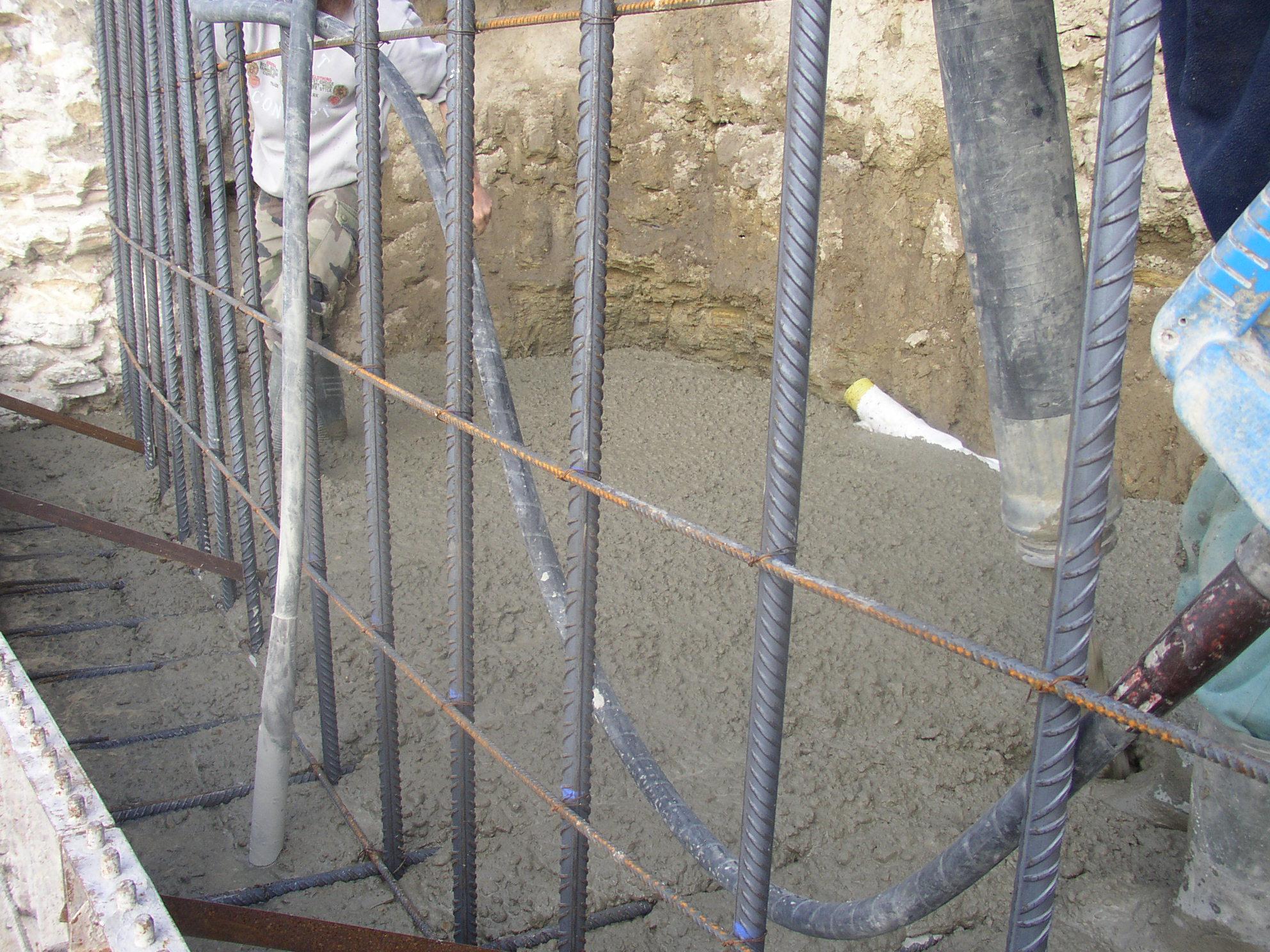 Desportes Rénovation Gard : Coulage en béton du mur du Château d'Aubais