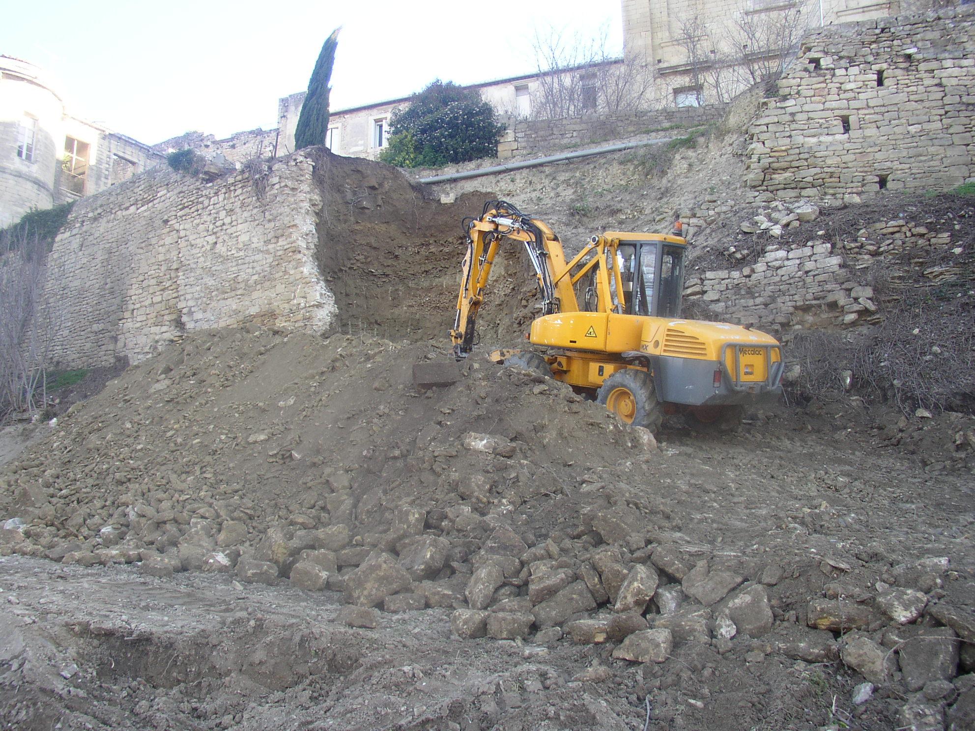 Desportes Rénovation Gard : Mur effondré du Château d'Aubais
