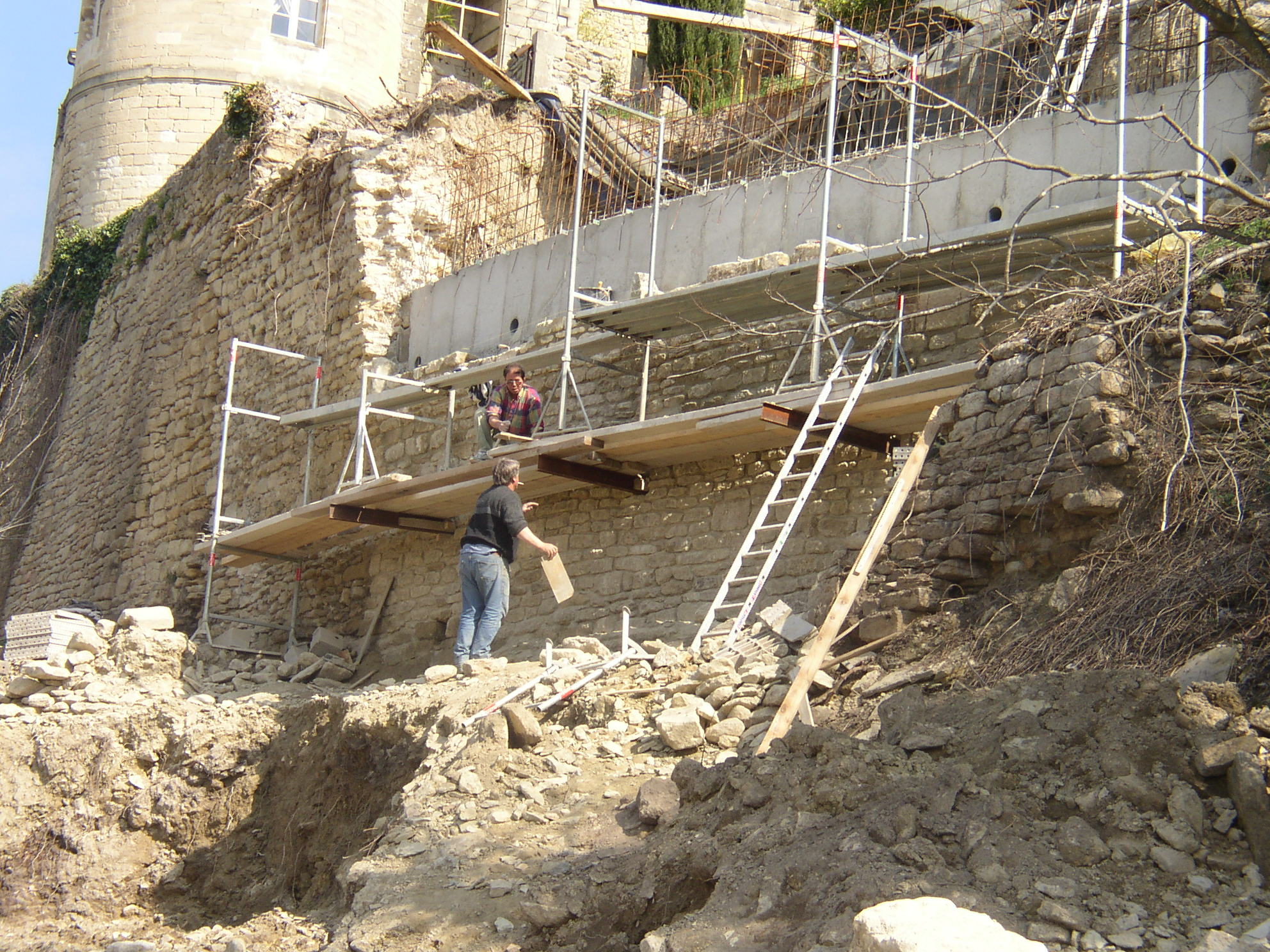Desportes Rénovation Gard : Nouveau mur de soutènement en pierre du Château d'Aubais