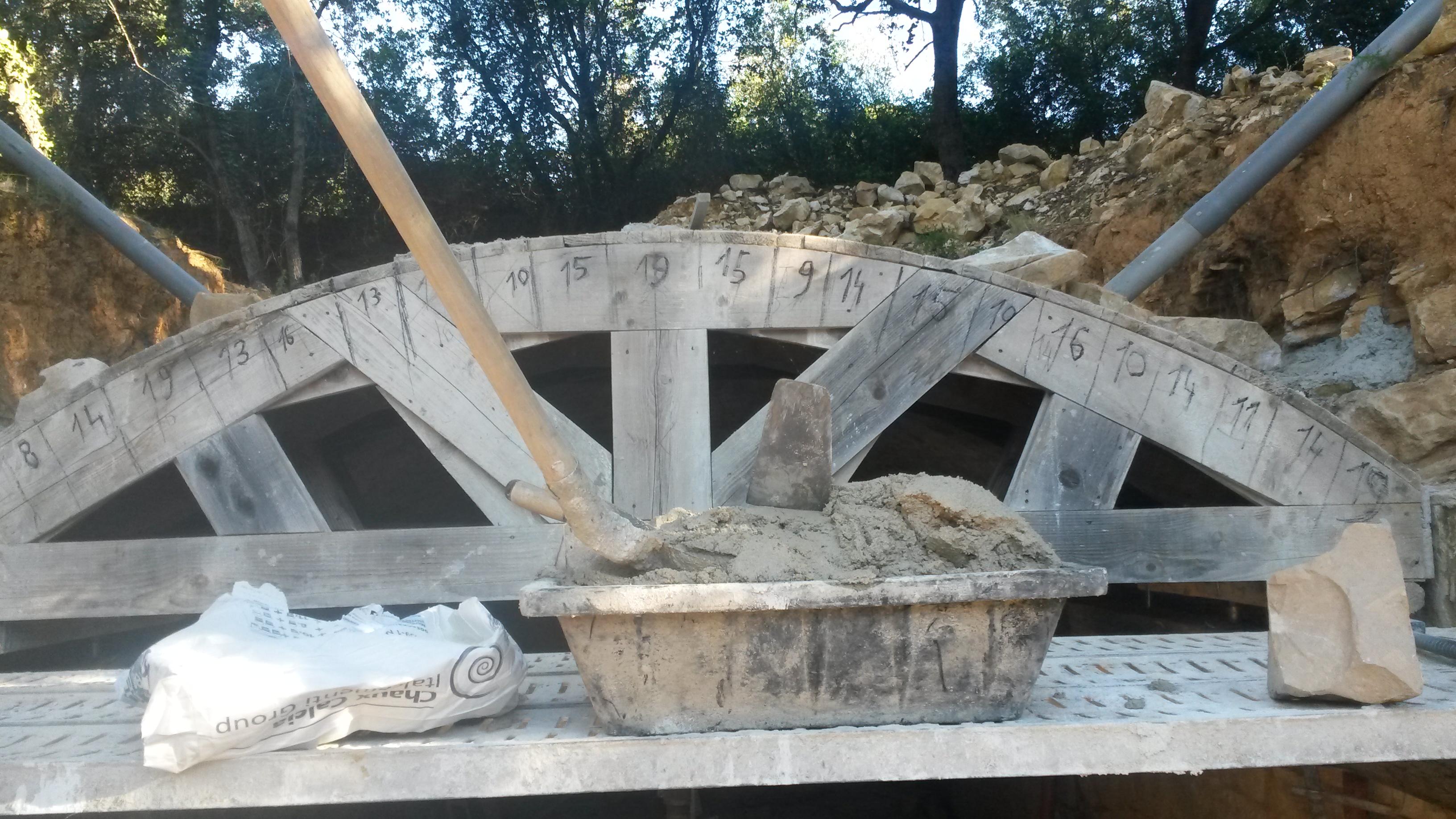 Desportes Rénovation Gard : rénovation d'un voûte, création mise en place d'un coffrage pour remise en état d'une voûte