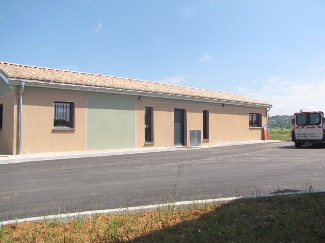 Desportes rénovation, bâtiment industriel STEP Sommières 30, enduit à la chaux et dessin débord en façade