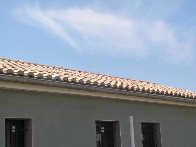 Desportes rénovation, bâtiment industriel STEP Sommières Gard, habillage déport de toiture en PVC