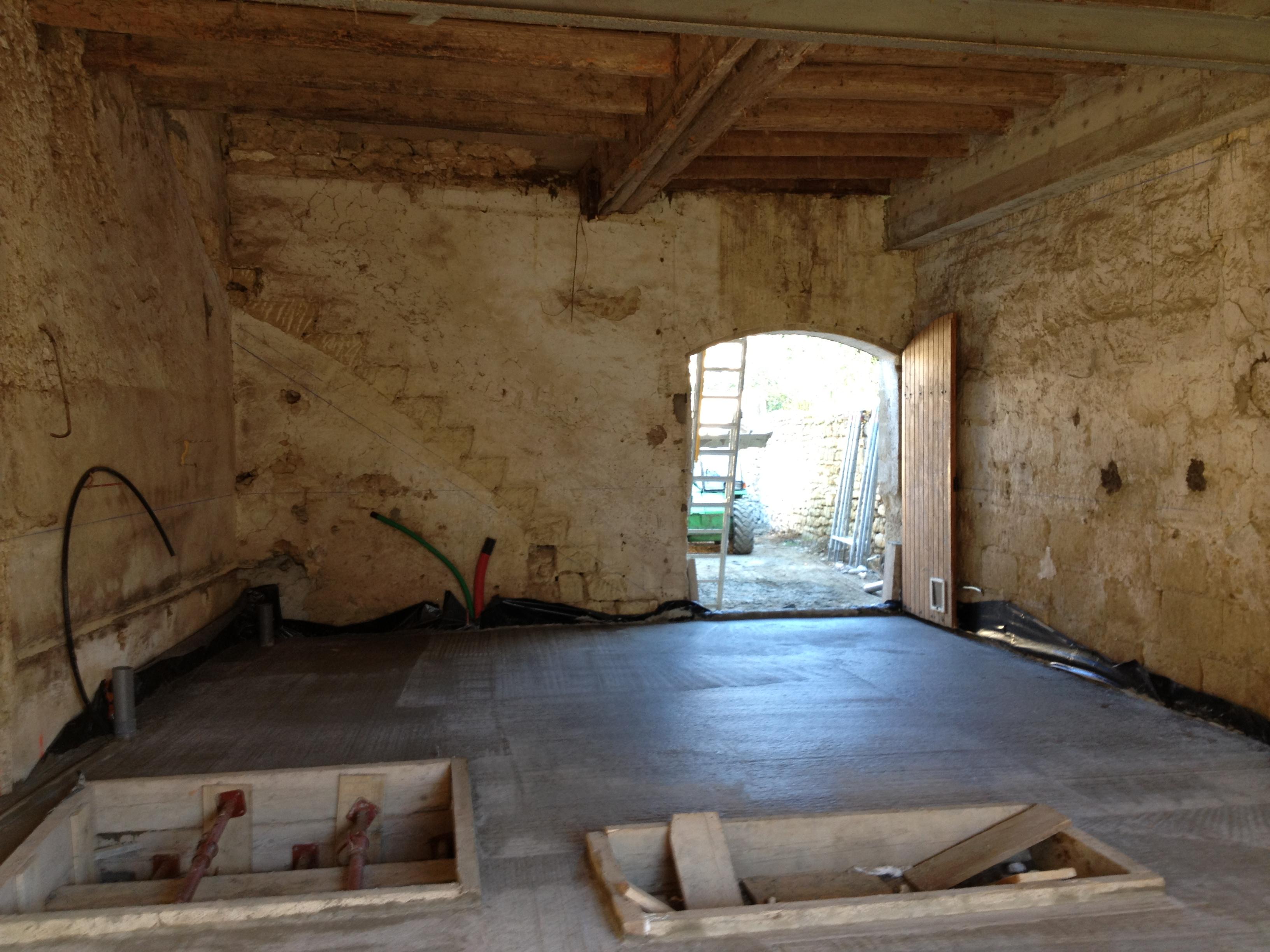 Desportes Rénovation Gard : cave, deux réservations pour accueillir la structure métallique sur mesur