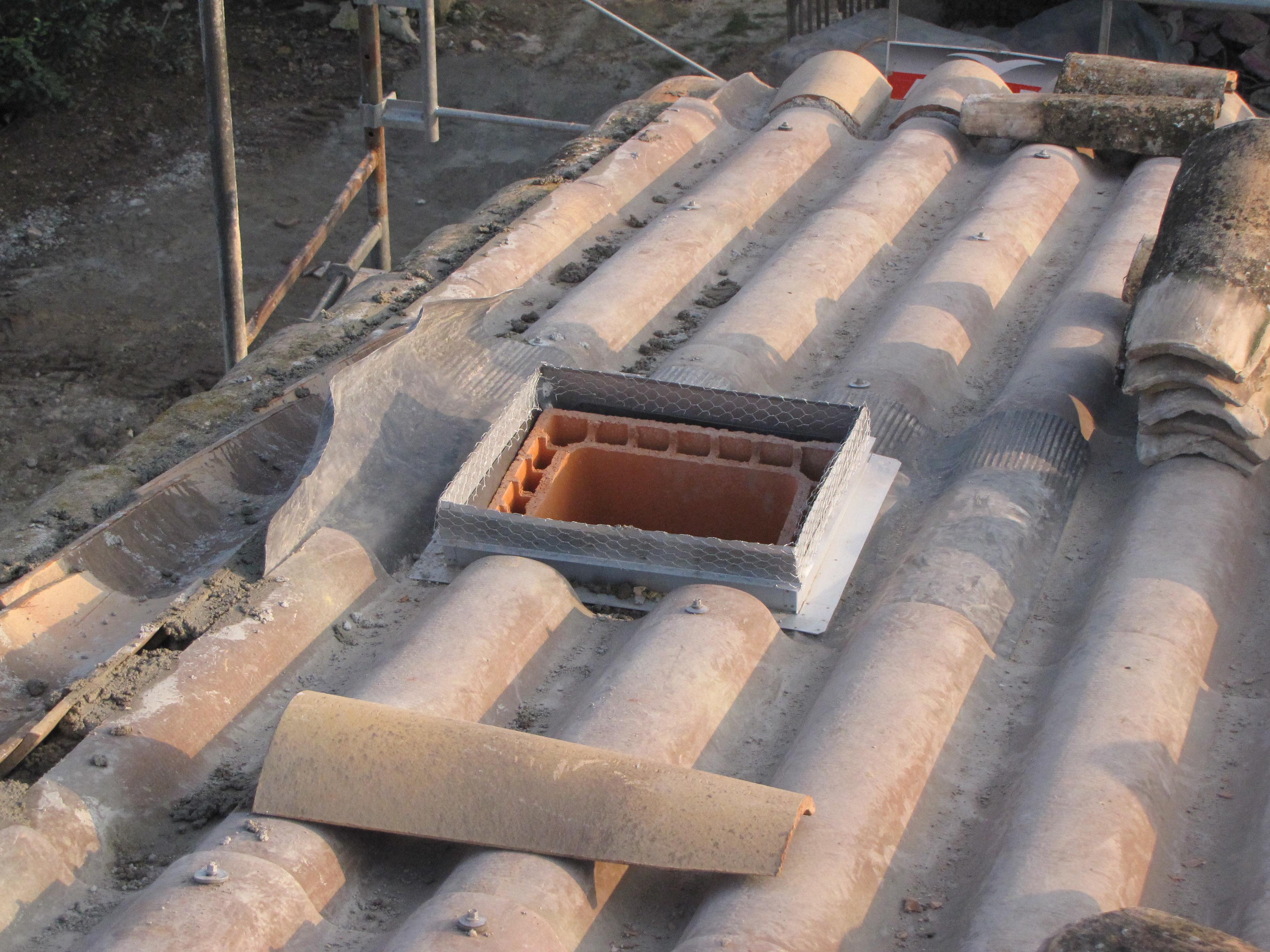 Desportes rénovation, 30. Passage de cheminée en toiture.