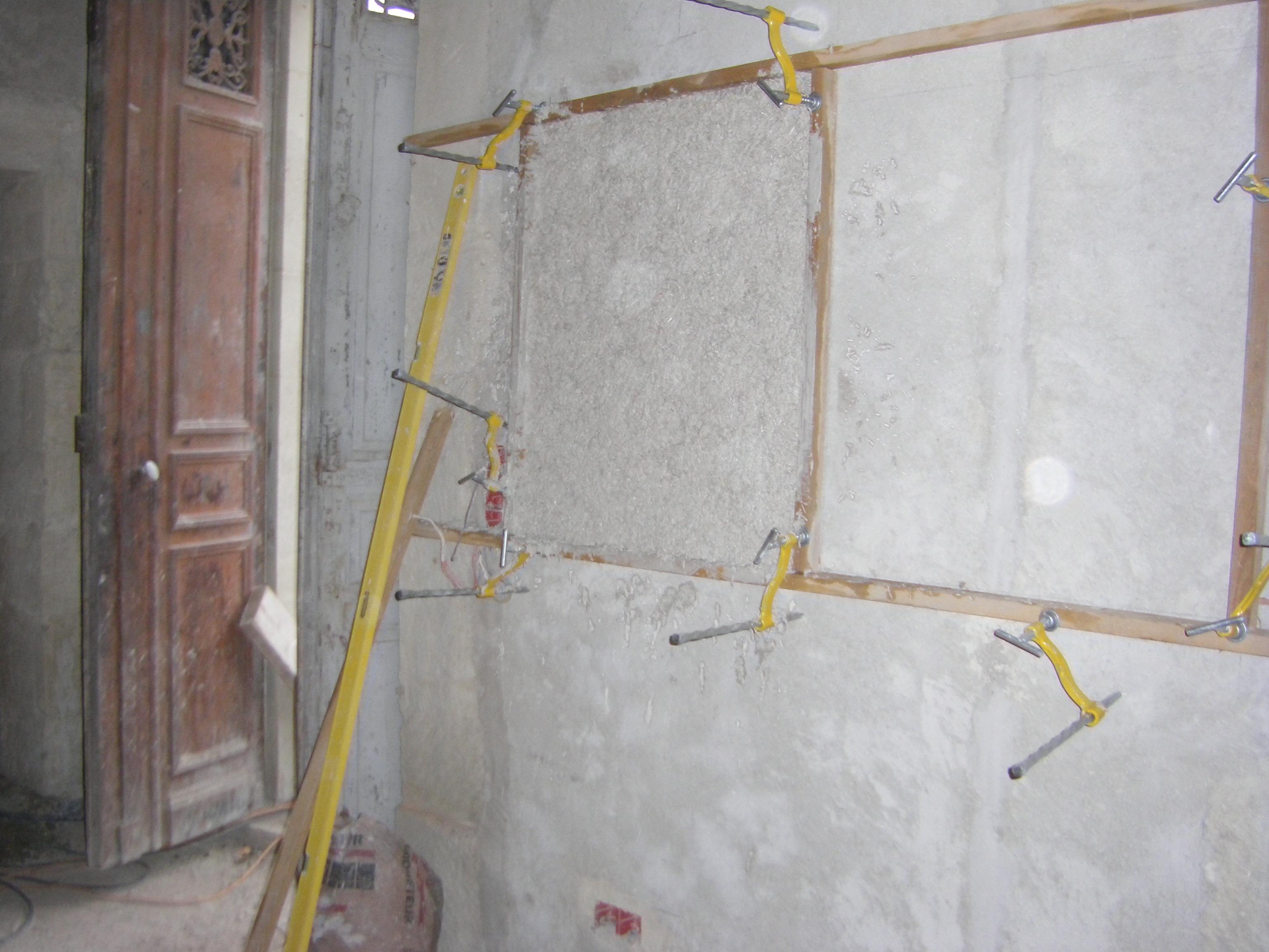 Desportes rénovation, Gard 30, restauration d'une maison avec enduit intérieur à la chaux, le gobetis ou couche d'accroche