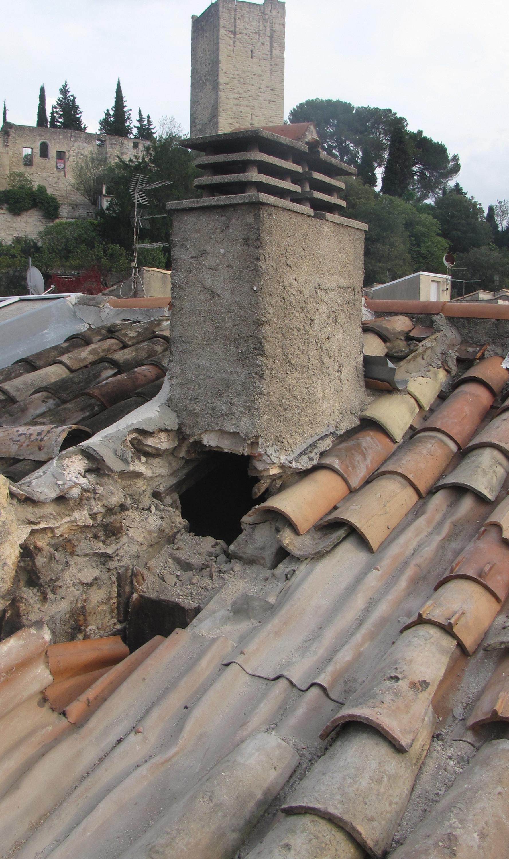 Desportes rénovation Gard, restauration pied de cheminée, du solin et réfection de la toiture