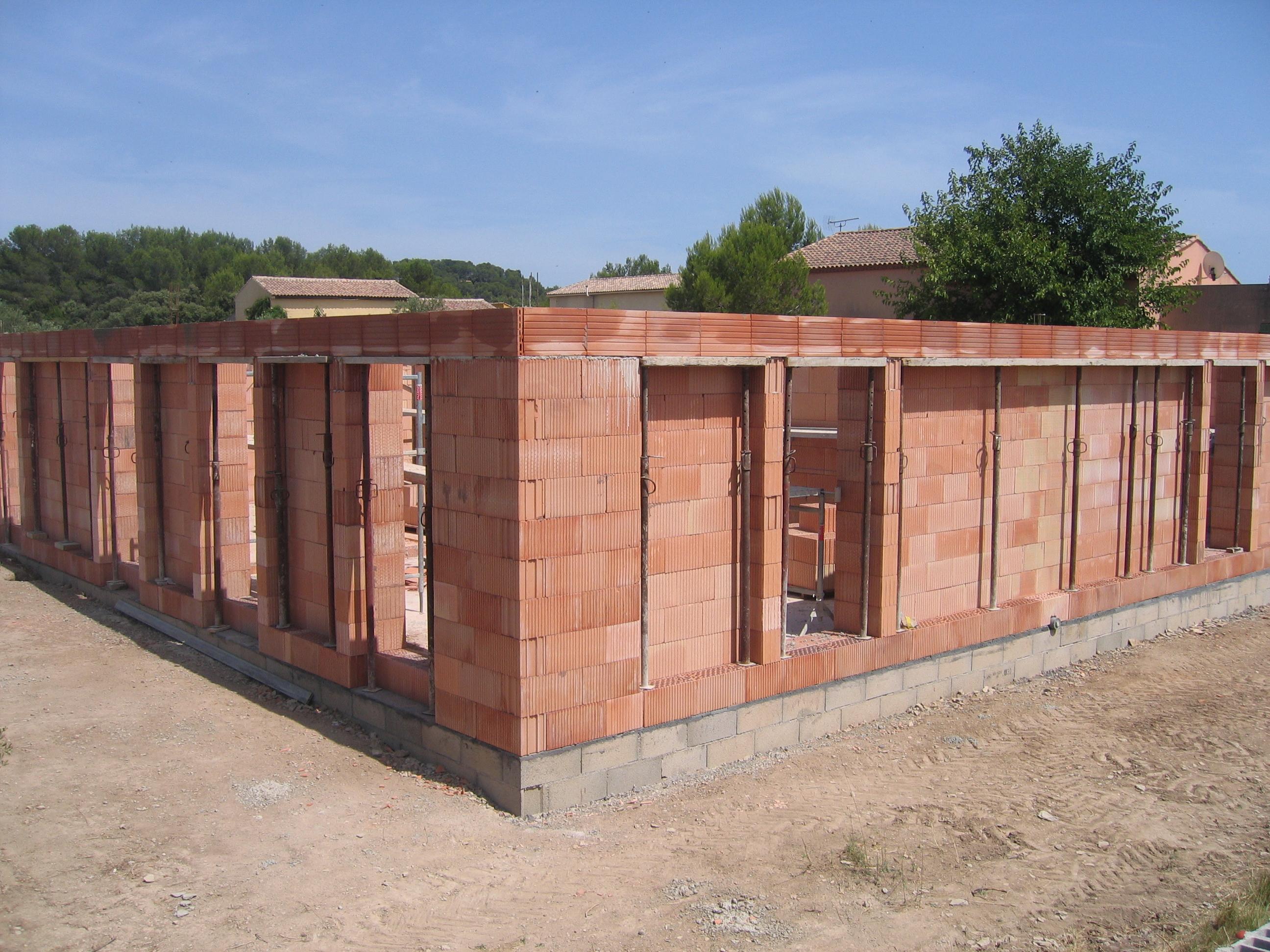 Desportes Rénovation Gard : maison en briques Monomur construite sous vide sanitaire
