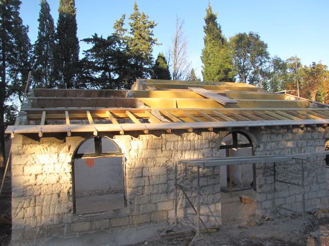 Desportes rénovation, Gard. Maset des Roquets. Charpente traditionnelle pour le maset.