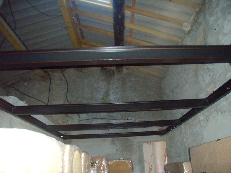 Desportes rénovation, Gard. Poutrelles métal pour plancher en bois au maset des Roquets.