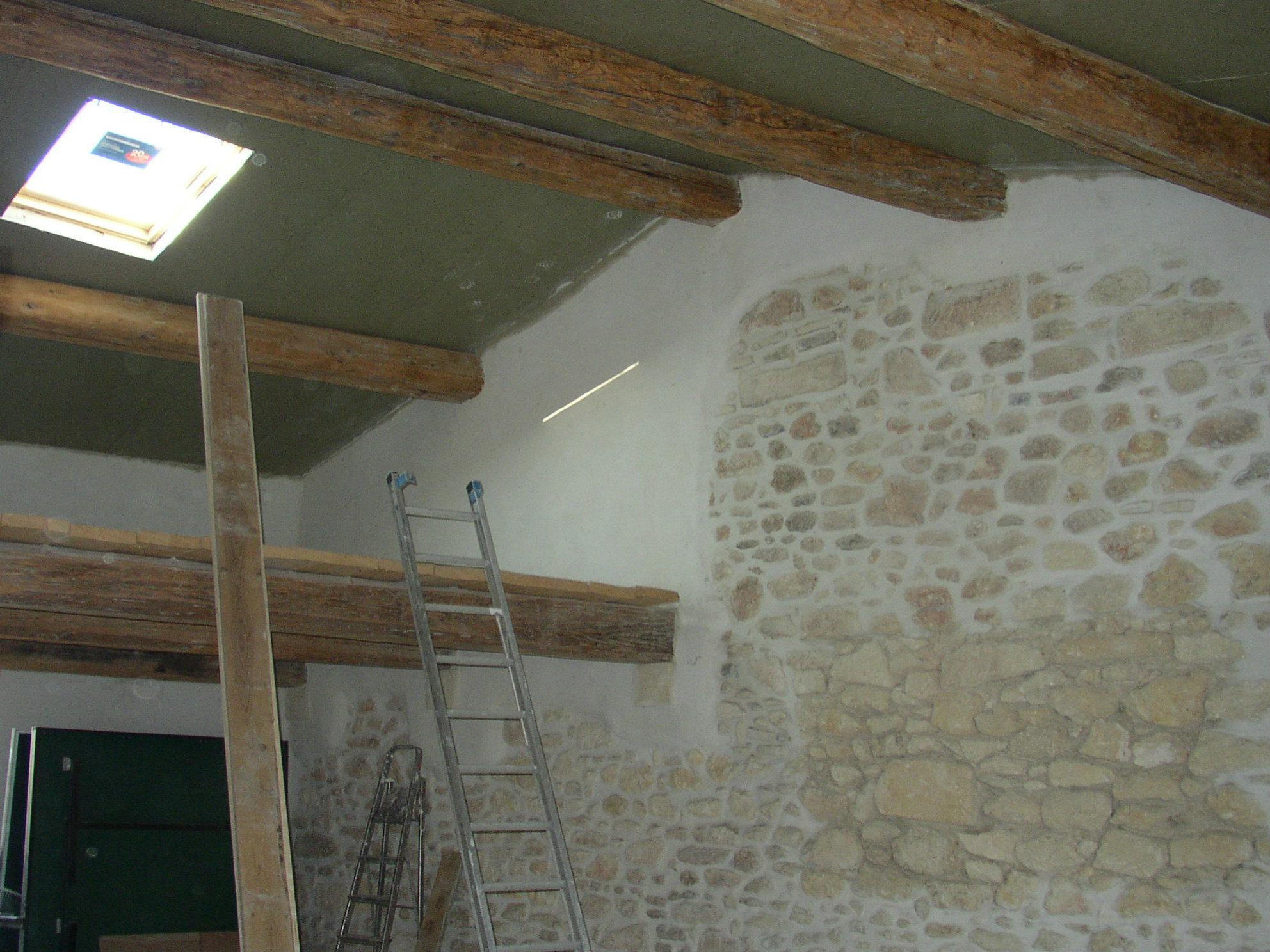 Desportes rénovation, maison Hérault, création d'une fenêtre de toit, sous charpente de panneaux isolants de type sandwich