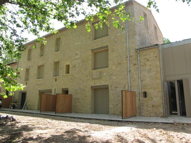 Desportes Rénovation, Gard. Fonfroide, jambages et linteau de porte intérieur en béton.